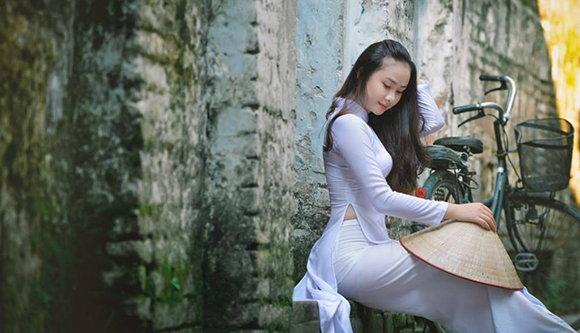 別再到婚友社浪費時間金錢在台灣老女人身上,立即到越南相親擁有年輕漂亮伴侶!